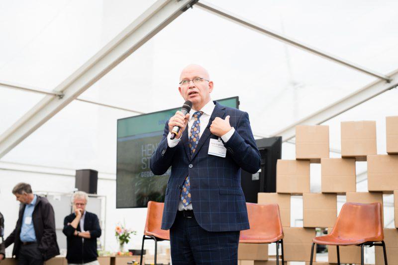 Henk Staghouwer, gastheer
