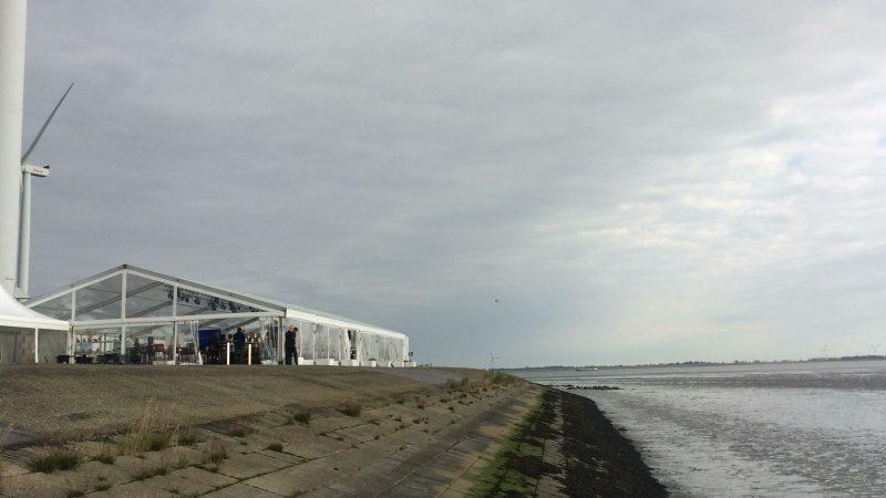 transparante tent op de pier