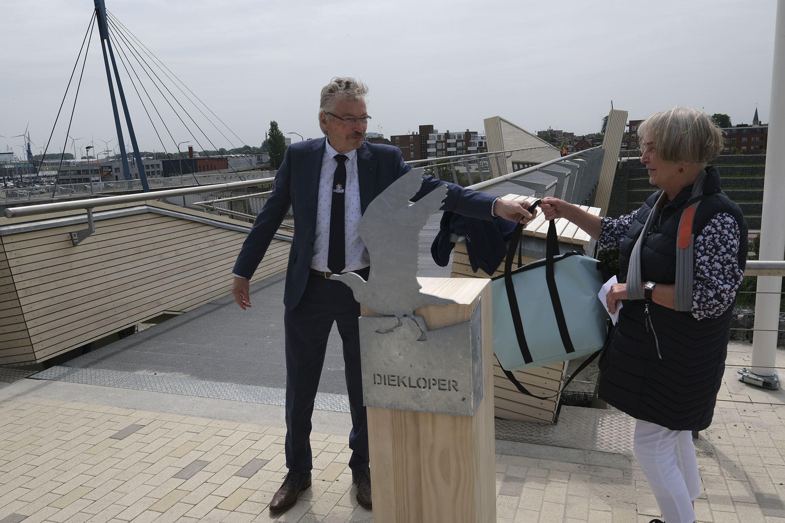 Onthulling naam brug Marconi Buitendijks