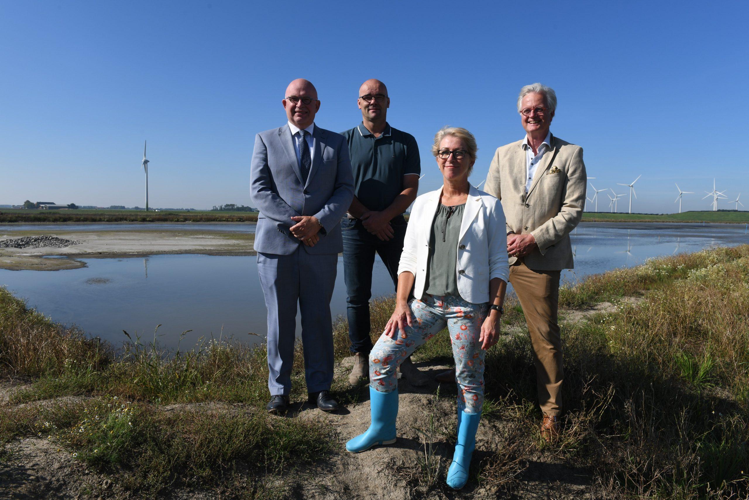 Deltacommissaris Peter Glas bezoekt de Eems-Dollardregio, met o.a. pilot Ophogen landbouwgrondb
